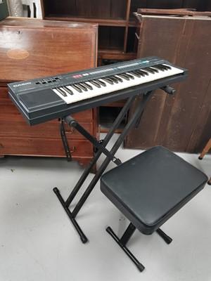 Lot 19 - A 'Casio CT-370' keyboard, includes original...