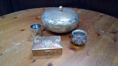 Lot 65 - A circular Carioware box and cover, and other...