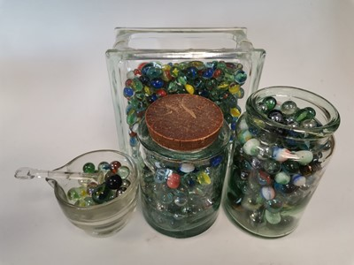 Lot 90 - A large collection of marbles.