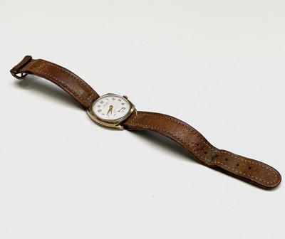 Lot 61 - A 9ct gold gentleman's Avia wristwatch with 15...