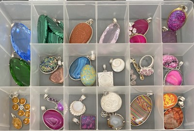 Lot 11 - Various pieces of stone set jewellery, mostly...