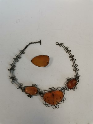 Lot 7 - A Baltic amber silver necklace and brooch.