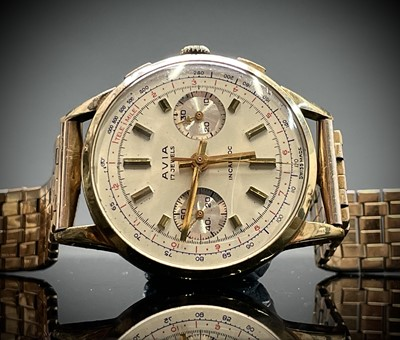 Lot 7 - An Avia 9ct gold cased chronograph wristwatch...