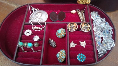 Lot 12 - Jewelry box with key, containing silver fox...