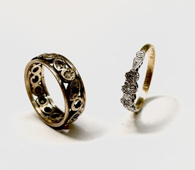 Lot 65 - An 18ct gold three stone diamond ring 2.4gm...