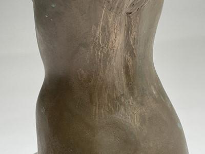 Lot 1071 - Alec WILES (1924) Kneeling Nude Ciment fondu...