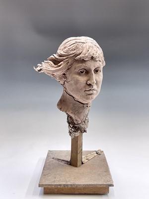 Lot 1085 - Alec WILES (1924) Female Head Clay sculpture...