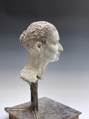 Lot 1086 - Alec WILES (1924) Female Head Clay sculpture...