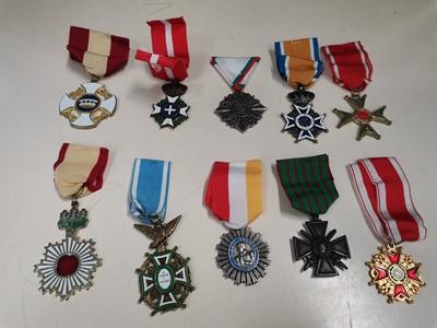 Lot 26 - Ten war medals.