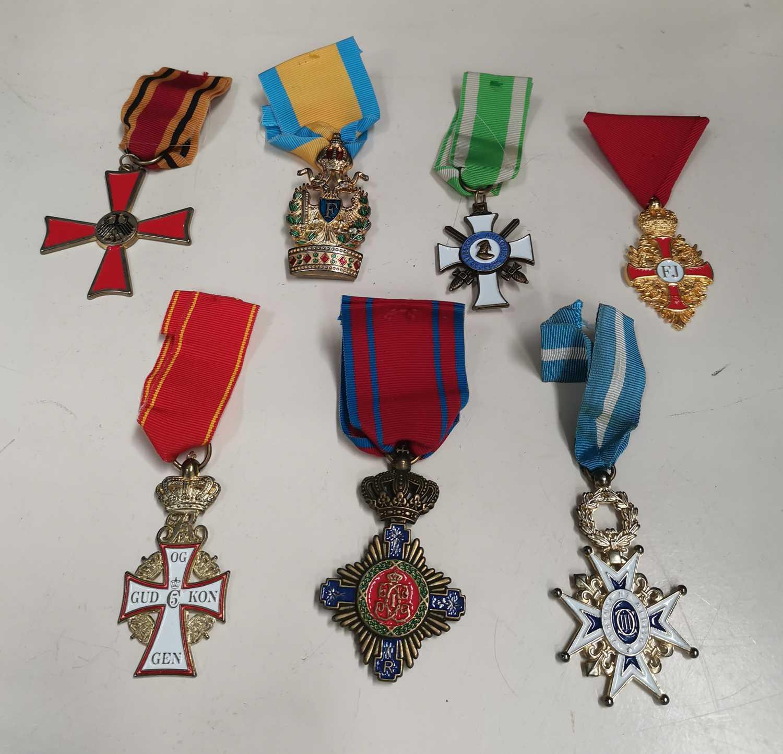 Lot 27 - Seven war medals.