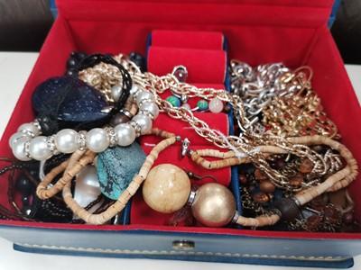 Lot 19 - A box of costume jewellery.
