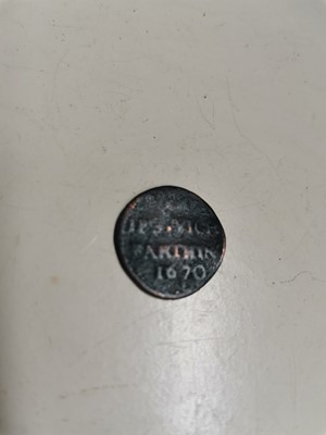 Lot 33 - A rare Ipswich town 1670 farthing.