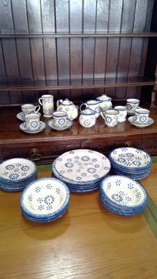 Lot 19 - A Presingoll pottery part service.