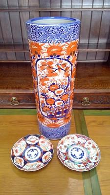 Lot 21 - A 20th-century Japanese porcelain imari dish,...