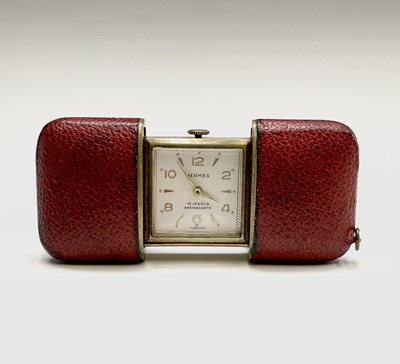 Lot 12 - A Hermes 15 jewel purse timepiece in gold...