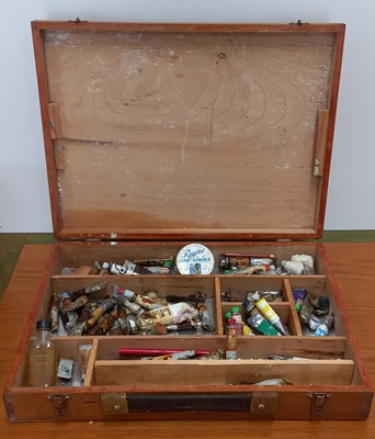 Lot 18 - An artist's paintbox with Windsor and Newton...