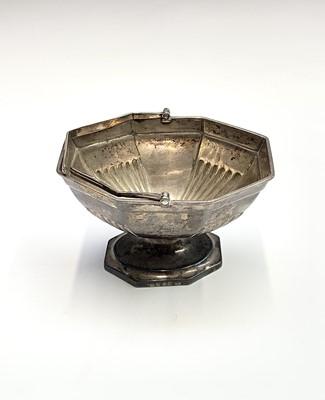Lot 43 - A George III silver octagonal sugar bowl by...