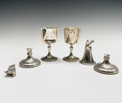 Lot 48 - A pair of silver cups 8.9oz and other scrap...