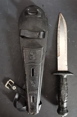 Lot 7 - An Italian Tris Mares diving knife.