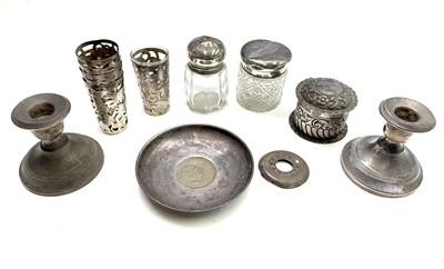Lot 84 - An Edwardian silver repouse silver pot 1.4oz,...