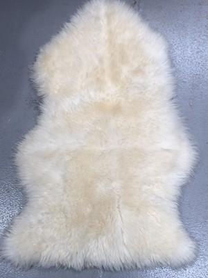 Lot 14 - Sheepskin rug, 93cm x 60cm.