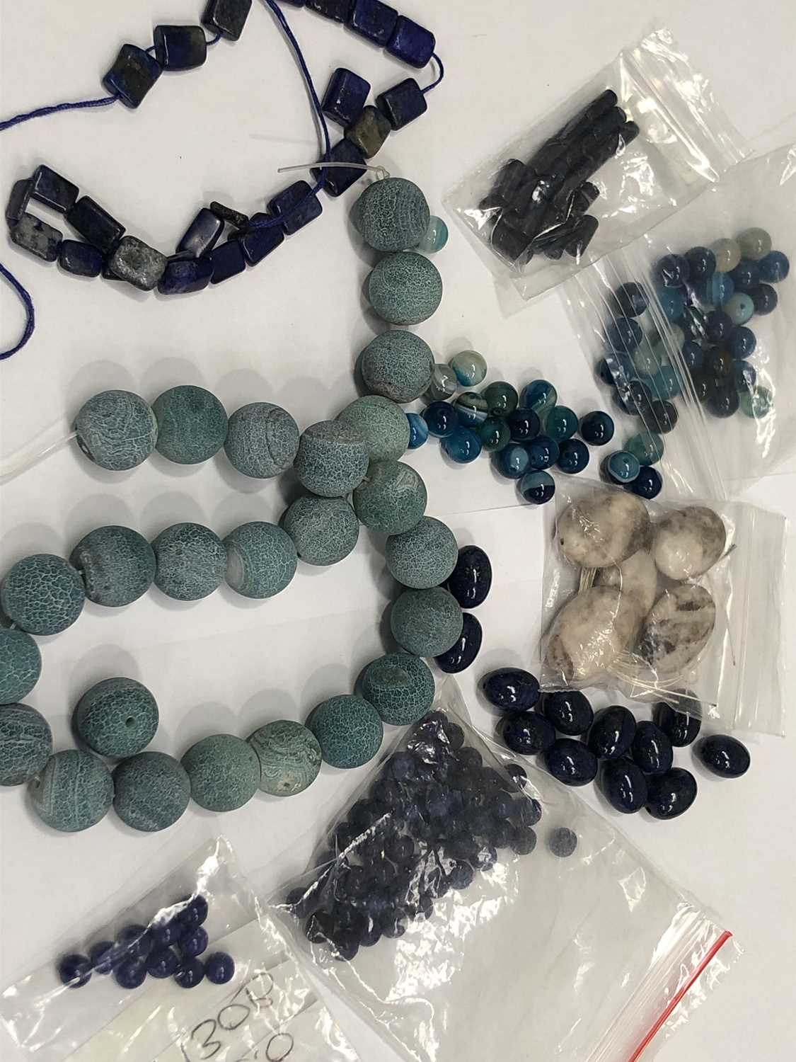 Lot 31 - Lapis lazuli beads, agate beads and other semi-...