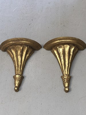 Lot 24 - A pair of giltwood fluted wall brackets,...